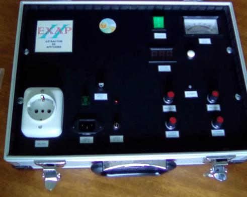 Imagen que contiene interior, tabla, computadora, laptop Descripción generada automáticamente